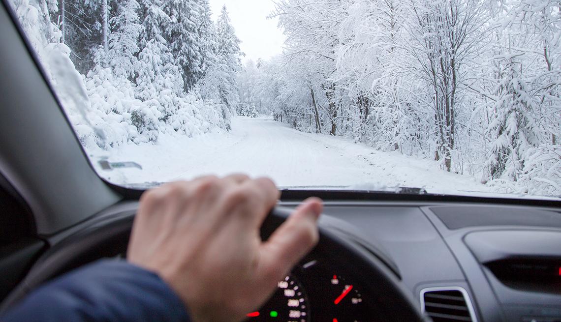 9 Sfaturi excelente pentru a conduce iarna